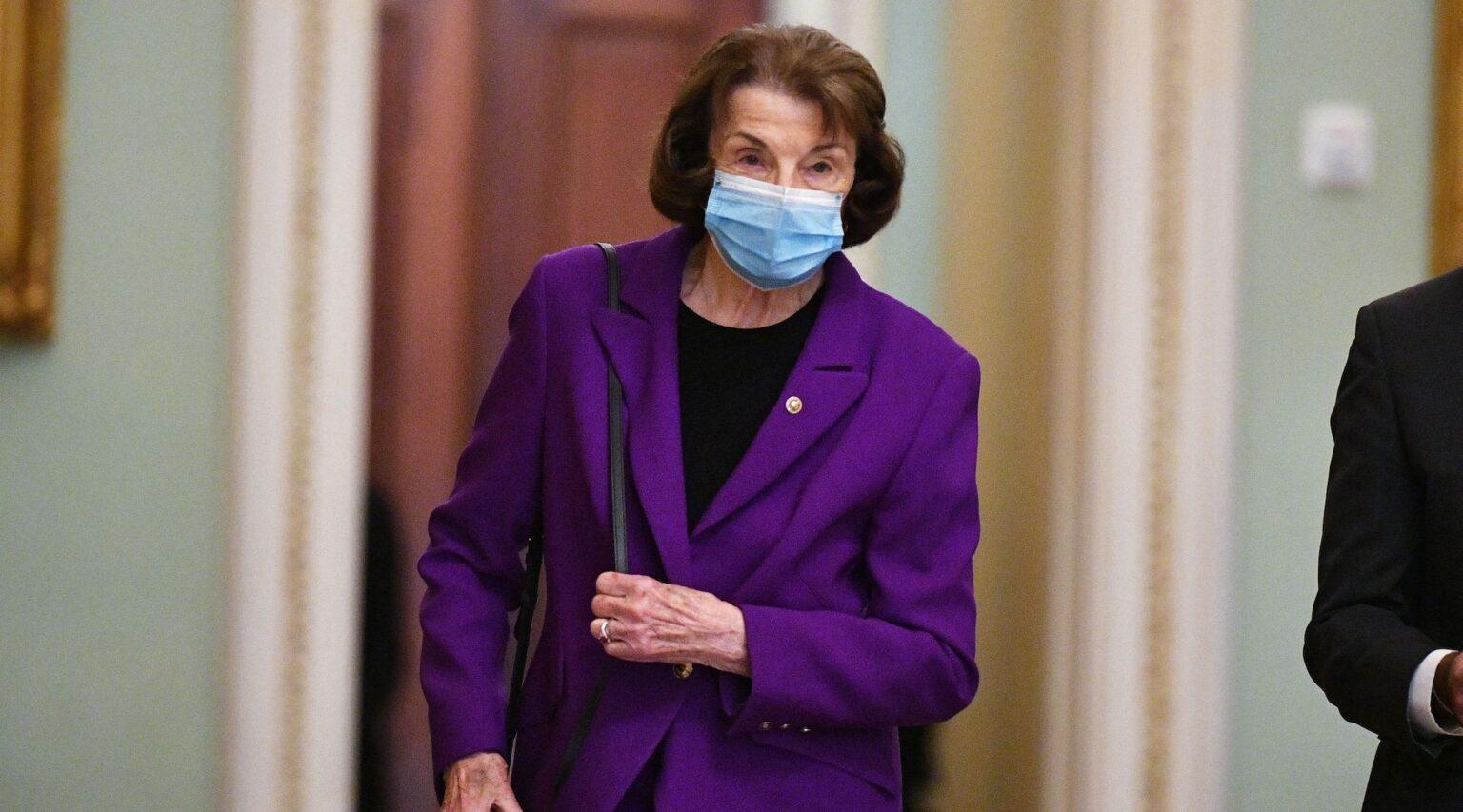 Sen. Dianne Feinstein makes her way to the Senate chamber, Aug. 10, 2021. (Photo/JTA-Mandel Ngan-AFP via Getty Images)