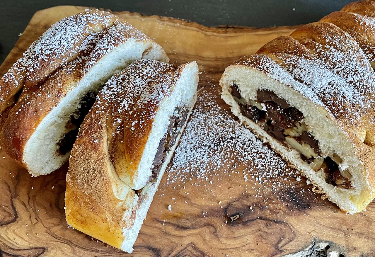 Stuffed Dessert Challah (Photo/Faith Kramer)